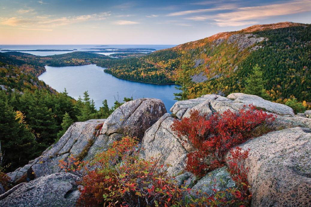 Indian Summer: Jordan Pond im Acadia National Park